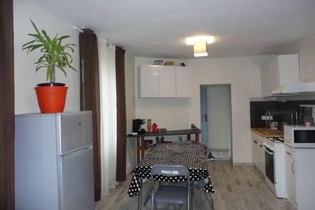 appartement F3 a st jean d'angely pour 59€ la nuit - Huoneisto