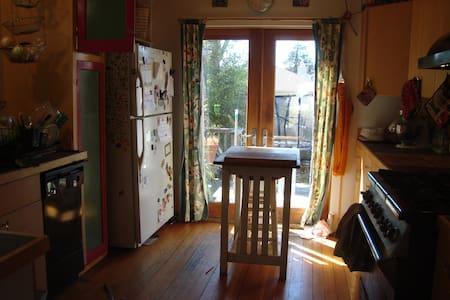 My artsy bohemian home - House