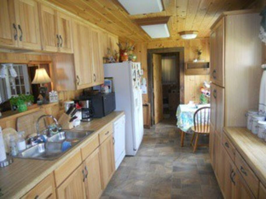 Fully equipped kitchen-just bring your food!