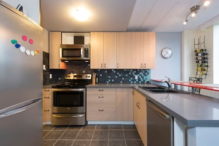 Clean & bright near Lions Gate - North Vancouver - Apartment