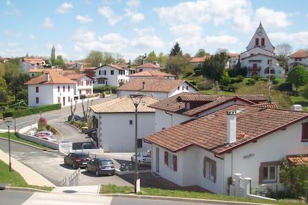 Pays basque entre mer et montagne - Villefranque - Daire