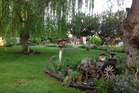 Private Garden Cottage With HotTub - Merced - Bungalow