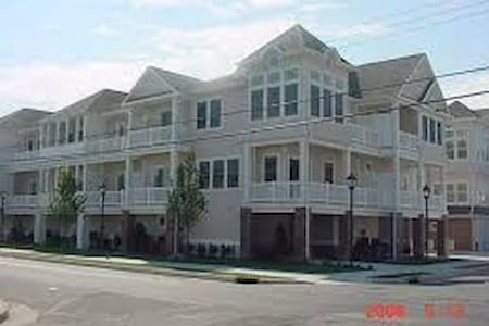 Family friendly condo close to beach! - Apartamento