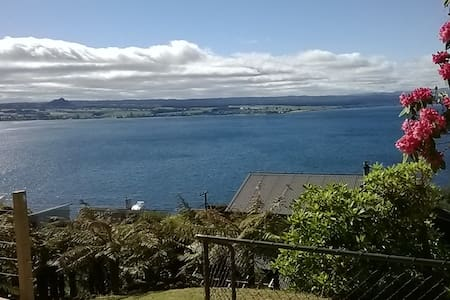 Bach 63: Stunning Lake Views! - Taupo