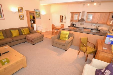 Spacious 1BD in heart of Bridport! - Pis