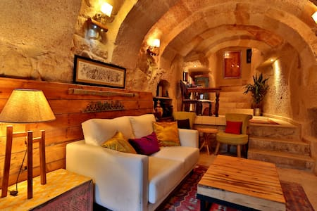 Stylish Cappadocian Cave Hotel - Ortahisar - Aamiaismajoitus