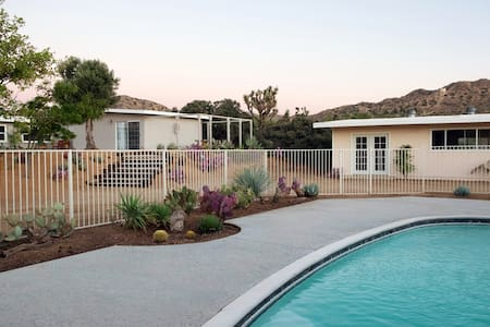 Cactus Moon Retreat // Private Pool & Yoga Studio - Yucca Valley - House