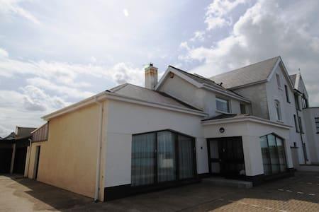 Beach Lodge - Portballintrae - Casa