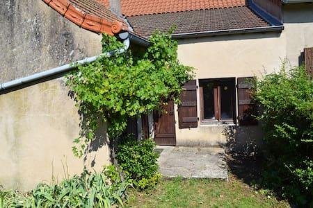 La Follye Mancey - Gîte Lamartine - Huis