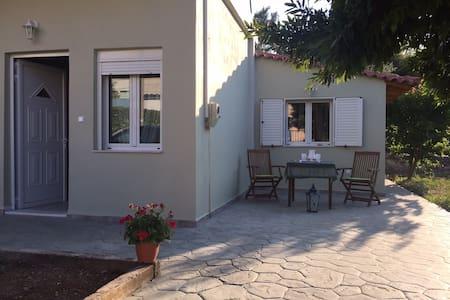 Μονοκατοικία με κήπο κοντά στη θάλασσα - Nea Makri - Haus