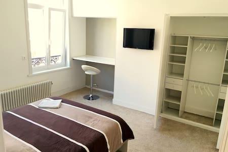Jolie chambre dans maison en coloc - Dunkerque - Huis