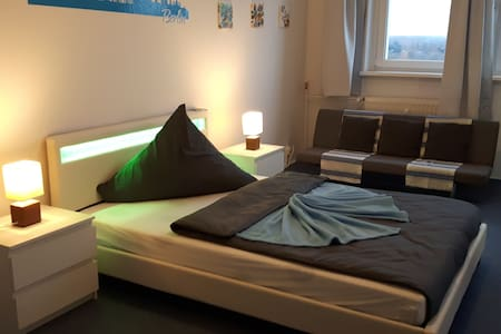 Stylish & Charming room in north-east berlin - Berlin