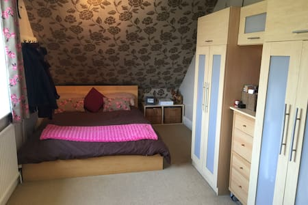 Comfy & Central by Hospital ,Colleges & Town - Taunton - Casa