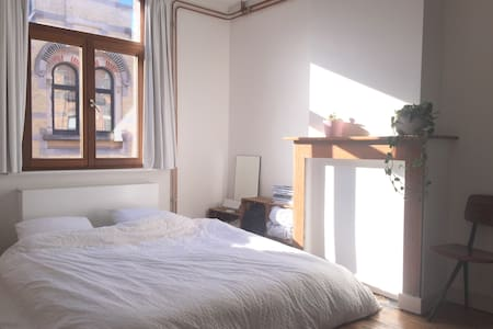 Charming room in the historic city centre - Gent - House
