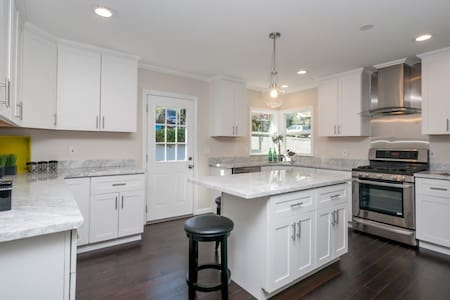 Charming & modern house - great location - Belmont - House