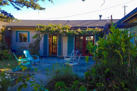 Cozy Beach Cottage Getaway Sleeps 6 - Dom