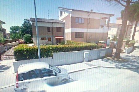 B&B in villa -centralissima in città- - Isernia - Villa