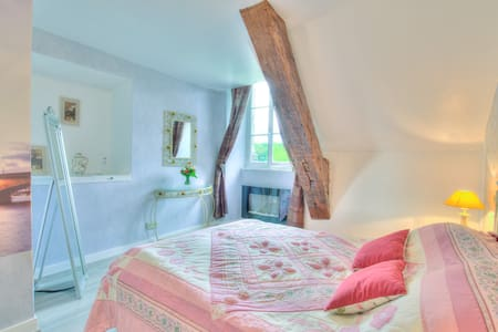 Romantic stay at historical royal hunt chateau - Castle