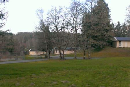 Au bord du lac d'Egletons... - Égletons