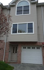 Cozy, Convenient, Clean Townhouse - Fairview