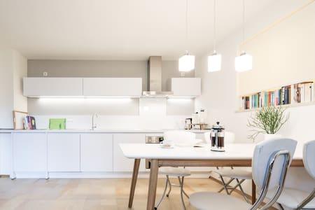 Schönes Terrassen-Appartement - Schondorf am Ammersee - Appartement