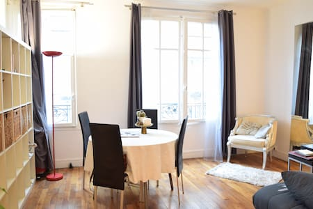 Charming Parisian studio - central and trendy area - Apartment
