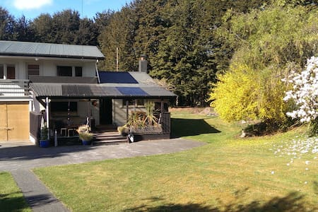 Cosy Riverside Cottage - Haus