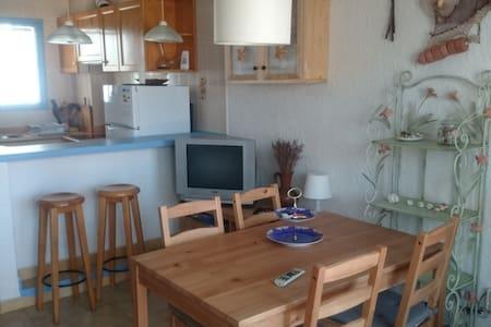 Apartamento con piscina y calas cercanas - Urbanització Les Tres Cales, Ametlla de Mar - Apartamento