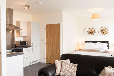 Guild House - Studio Apartment - Swindon