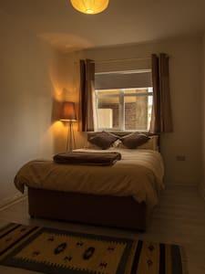 Bedroom in Navan Town - Townhouse