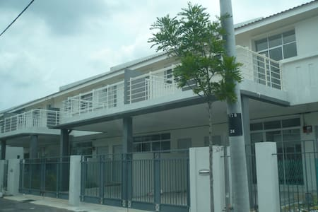 Home stay near Tambun Batu Kawan - Ház