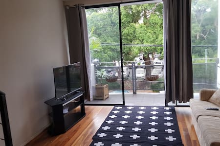 Stylish, quiet, & a great location! - Redfern - Apartment