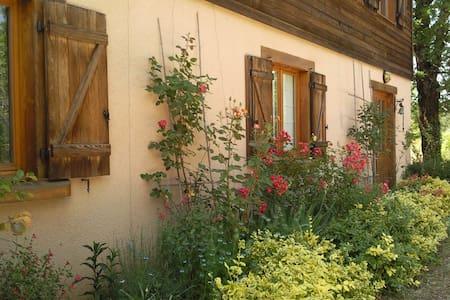 Chambre d'Hôtes N°2 dans maison pleine nature(Lot) - Rumah