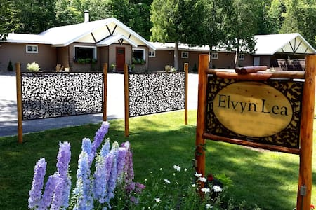 #6 Queen & Double Bunks Elvyn Lea Lodge Walloon Lk - Overig