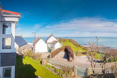 Stunning sea views, spacious, recently renovated - Coverack - Rumah