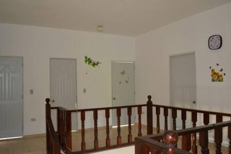 Room in a villa 10 min from ocean - Perla Marina - Casa