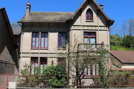 Chambre dans une villa ancienne avec belle vue - Saint-Léger-des-Vignes - Vila