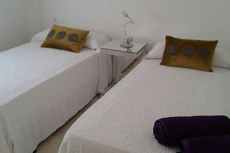 free bed , for closing shared place - Ibiza - Apartment