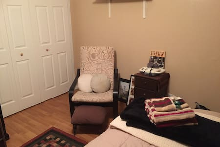 Comfortable Guest Room - Garden Grove - House