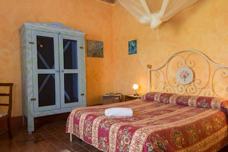 Charming Tuscany-The Roses Room - Torri Sovicille - Aamiaismajoitus