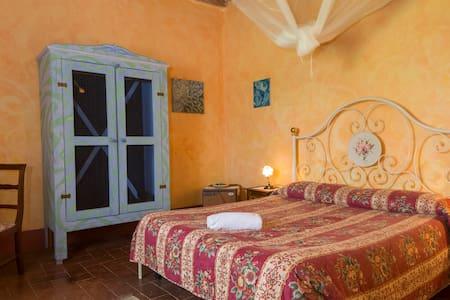 Charming Tuscany-The Roses Room - Torri Sovicille