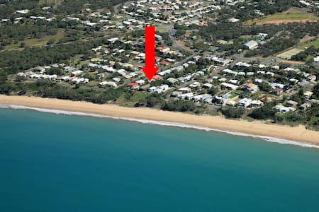 SLEEP TO THE SOUNDS OF SURF - COOEE BAY, YEPPOON - Cooee Bay - House