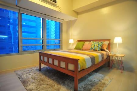 Cozy 22nd floor Condo unit at Eastwood City. - Quezon City - Condomínio