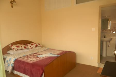 single king bed with private bath - Kathmandu - House