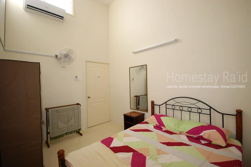 room 2+queen bed+air cond