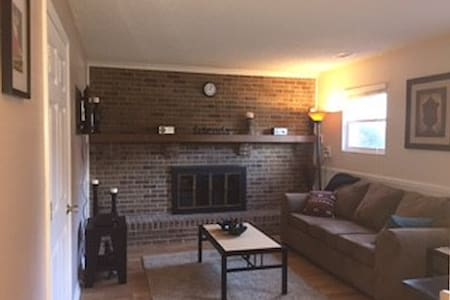 Great Apt close to highway! N INDY - Indianapolis