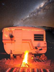 Cosy Caravan Retreat - Talofa - Wohnwagen/Wohnmobil