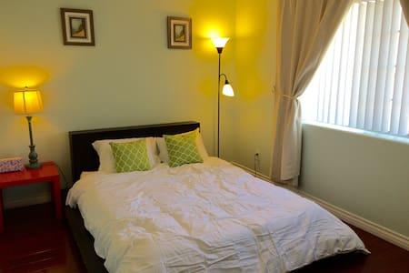 聖蓋博獨立屋2房均在二樓,高級寢具2房共$99,可住4人适家庭結伴游住 - House