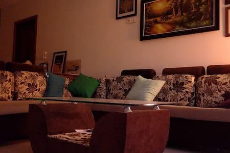Amazing room with ensuite in huge apartment. - Phnom Penh