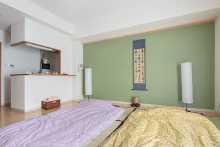 West Umeda(西梅田), 和風の趣のお部屋、西梅田駅徒歩5分 - Lägenhet